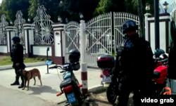 Fuerzas élite del MININT custodian la casa allanada del fugitivo de la justicia de EE.UU. Gilberto Martínez Sánchez (ATV).