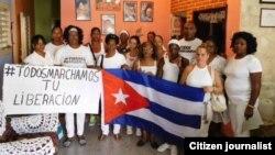 Damas de Blanco antes de salir a la calle este domingo 10 de julio Foto Angel Moya
