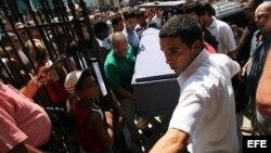 La familia de Oswaldo Payá ha cuestionado la versión oficial sobre la muerte del destacado disidente.