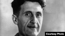 Eric Arthur Blair es el nombre de pila de George Orwell, escritor y periodista británico que criticó los talitarismos nazi y estalinista.