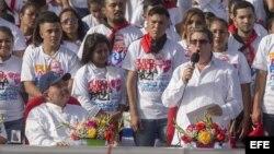 El presidente de Nicaragua, Daniel Ortega (i), escucha al canciller cubano, Bruno Rodríguez (d), durante la celebración del 39 aniversario de la revolución popular sandinista el 19 de julio de 2018.
