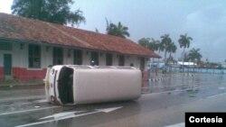 Auto de Oswaldo Payá en la vía pública