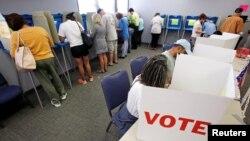 En las elecciones de mitad de mandato los estadounidenses votan sobre todos los escaños de la Cámara de Representantes y 35 del Senado.