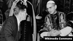 John F. Kennedy junto al Papa Pablo VI.