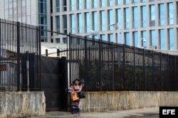 Vista de la embajada de los Estados Unidos en La Habana.