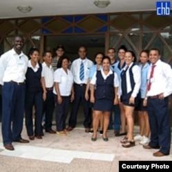Razones para reír: el personal de servicio de los hoteles para el turismo en Cuba gana más con las propinas que un profesional.