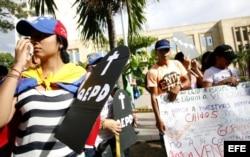 Ciudadanos venezolanos protestan en el parque Santander de Cúcuta contra la Constituyente de Maduro.