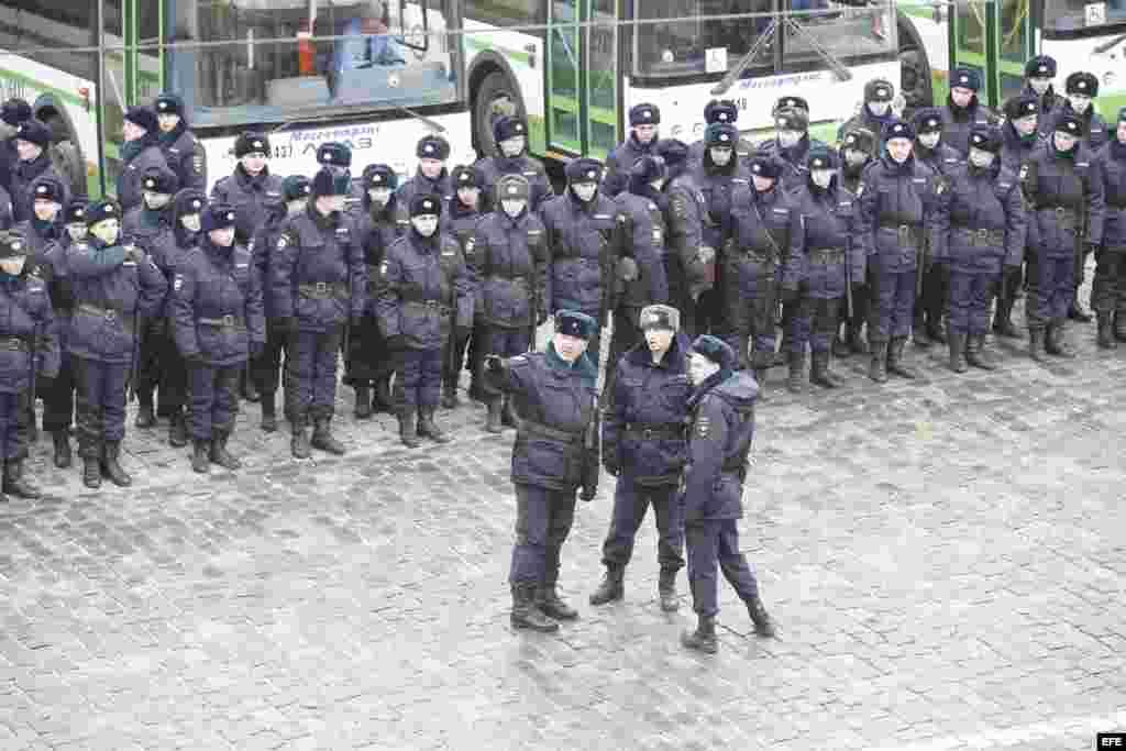 La policía antidisturbios en Moscú durante la marcha de los opositores en homenaje a Nemtsov.