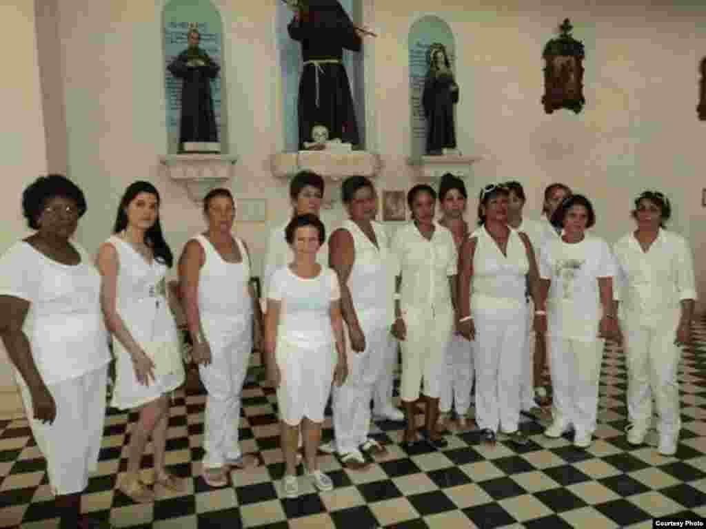 Las Damas de Blanco en Colón, Matanzas. Fotos Iván Hernández Carrillo