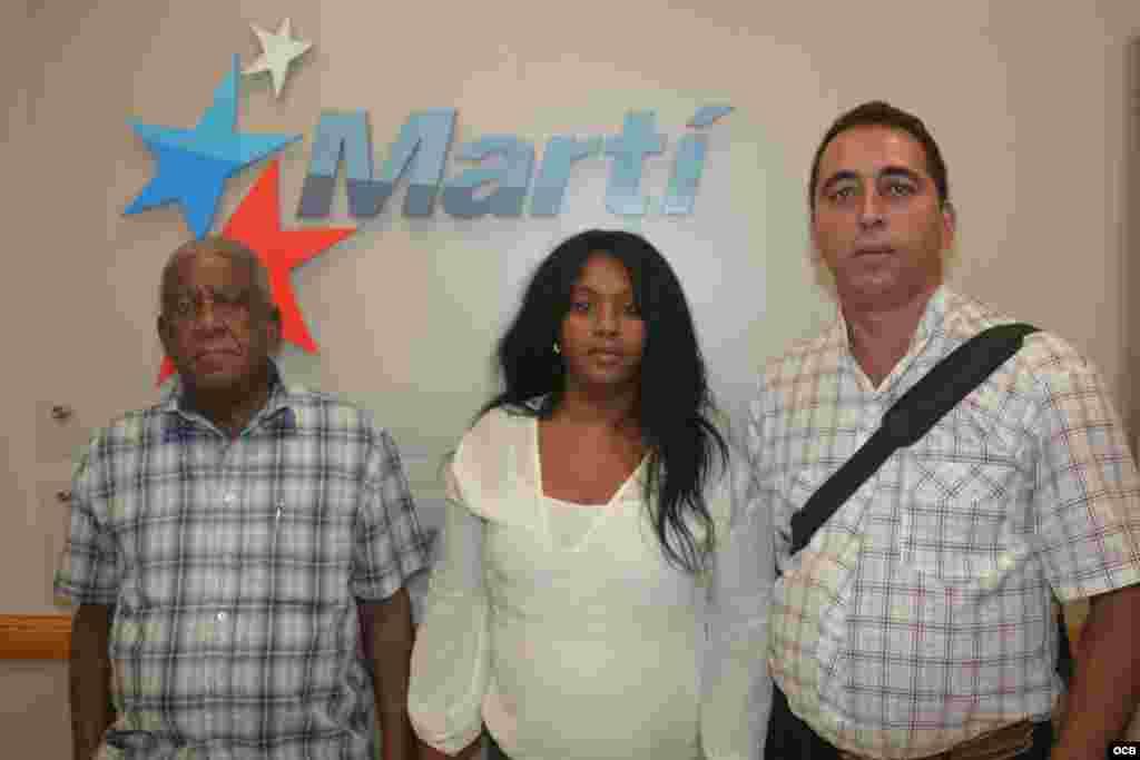 Los opositores Ramón Jiménez, Damaris Moya y José Borges durante su visita a Martinoticias este 8 de octubre.