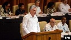"""Miguel Díaz-Canel durante el debate parlamentario para """"reformar"""" la Constitución cubana."""