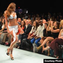 Swimwear Showcase - YAMAMAY, Miss Universe 2013