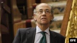 El diputado del PP Teófilo de Luis durante el pleno del Congreso.