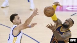 Curry (i) vs James.