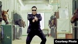 1800 Online sobre el Gangnam Style y Siri