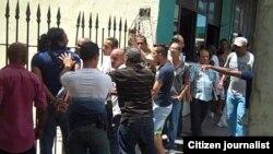 Reporta Cuba. Represión contra activistas el domingo 12 abril. Foto: Ángel Moya.
