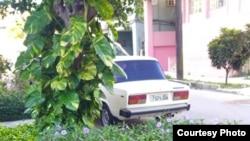 Evidencias de la vigilancia policial en la casa de Héctor Luis Valdés Cocho (Tomado de su página de Facebook)