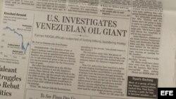 Vista de la portada del periódico estadounidense The Wall Street Journal que destapó el 22 octubre de 2015, la investigación de la petrolera PDVSA.