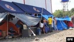 Aumenta a 2.147 los cubanos varados en la frontera de Panamá con Costa Rica.
