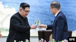 Kim y Moon escenifican un emotivo primer paso hacia la reconciliación