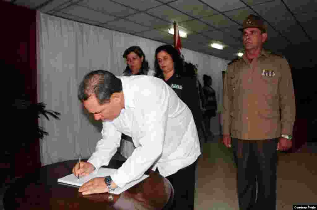 Autoridades partidistas y militares juran fidelidad a Castro