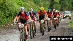 El ciclista colombiano, Diego Tamayo lidera el Titan Tropic.