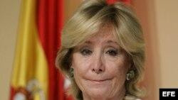 La presidenta de la Comunidad de Madrid, Esperanza Aguirre, al inicio de una rueda de prensa en la que anunció su renuncia.