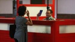 """""""Fue un ridículo público"""", dice Omara Ruiz Urquiola de retención en aeropuerto"""