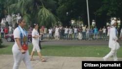 Reporta Cuba. Damas de Blanco marchan por 5ta Avenida. Foto: Ángel Moya.