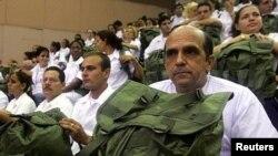 Médicos cubanos listos para viajar al exterior. El informe asegura que La Habana no hizo nada frente a las denuncias de trabajos forzados en las misiones médicas cubanas en el extranjero.