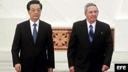 El presidente chino, Hu Jintao, con Raúl Castro durante su visita en julio pasado a Cuba.