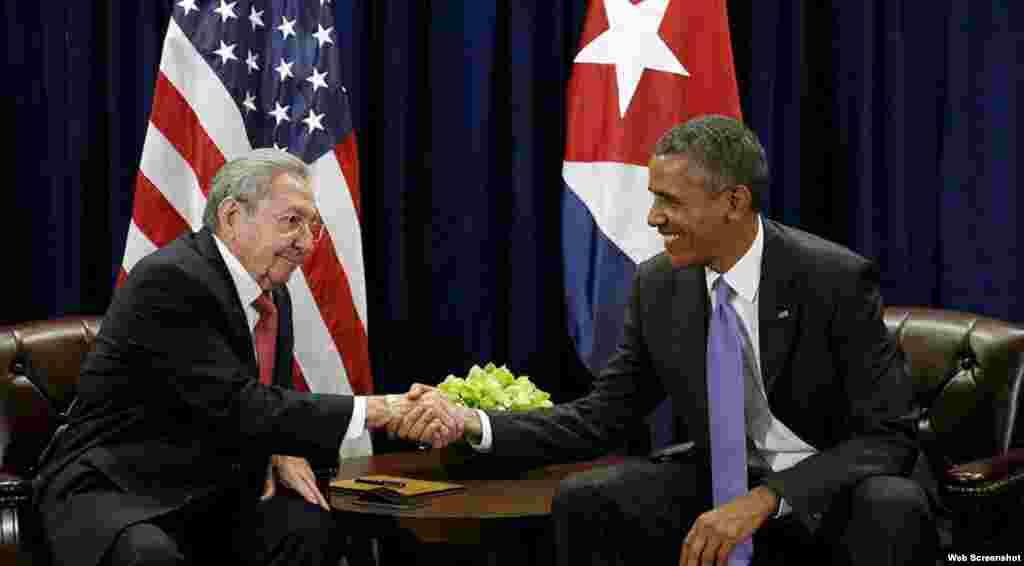 Barack Obama y Rául Castro durante una reunión en la sede de Naciones Unidas, en Nueva York, el 29 de septiembre de 2015.