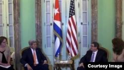 El ministro de Relaciones Exteriores de Cuba, Bruno Rodríguez Parrilla, recibió al secretario de Estado norteamericano John Kerry.