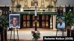 Fotografías de Payá y Cepero en la iglesia St. Raymond (Miami) en la misa por 8 años de sus muertes.