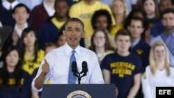El presidente de los Estados Unidos Barack Obama ofrece un discurso hoy, miércoles 2 de abril de 2014, en el edificio cubierto para deportes en la Universidad de Michigan (EE.UU.).