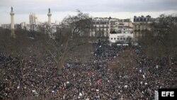 Marcha en París contra los atentados que enlutaron la capital francesa.