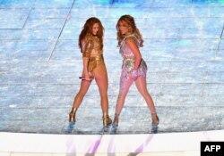 Shakira y Jennifer López en su presentación en el Super Bowl LIV