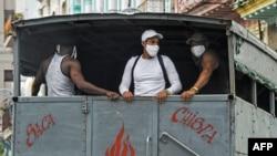 Reactivan servicio de transporte público y abren las playas del este de La Habana, 1 de octubre de 2020 (YAMIL LAGE / AFP).