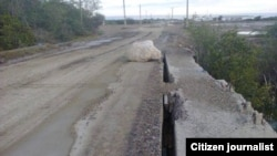 Reporta Cuba. Puente en peligro de derrumbe en Caimanera.