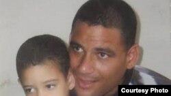 Enmanuel Abreu Sánchez, condenado a 12 años de una condena que considera injusta. Su huelga de hambre ha sobrepasado los 89 días.