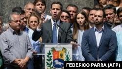 Juan Guaidó se dirige a sus seguidores.