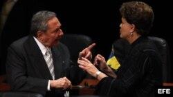 ARCHIVO: Raúl Castro y Dilma Rousseff. El gobierno de Dilma Roussef financia más del 60% de las obras en el puerto del Mariel.