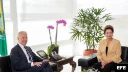 El vicepresidente de Estados Unidos, Joe Biden, y la jefa de Estado brasileña, Dilma Rousseff.