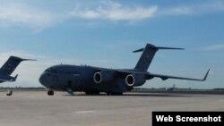 Avión de carga C-17.