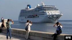 Buque Adonia llega a La Habana en mayo de 2016.