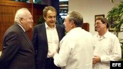 Zapatero en su reunión con Raúl Castro.