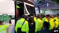 Policía de Colombia deporta venezolanos