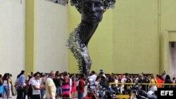 """Fotografía de la obra 'Primavera' del artista Rafael San Juan, parte de la muestra """"Detrás del Muro"""" de la XII Bienal de Arte de La Habana."""