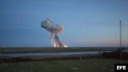 Momento después de la explosión del cohete Antares de la firma privada Orbital Sciences Corporation.
