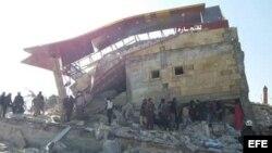 Fotografía facilitada por MSF muestra un hospital apoyado por la organización destruido durante un ataque aéreo en Idlib (Siria).